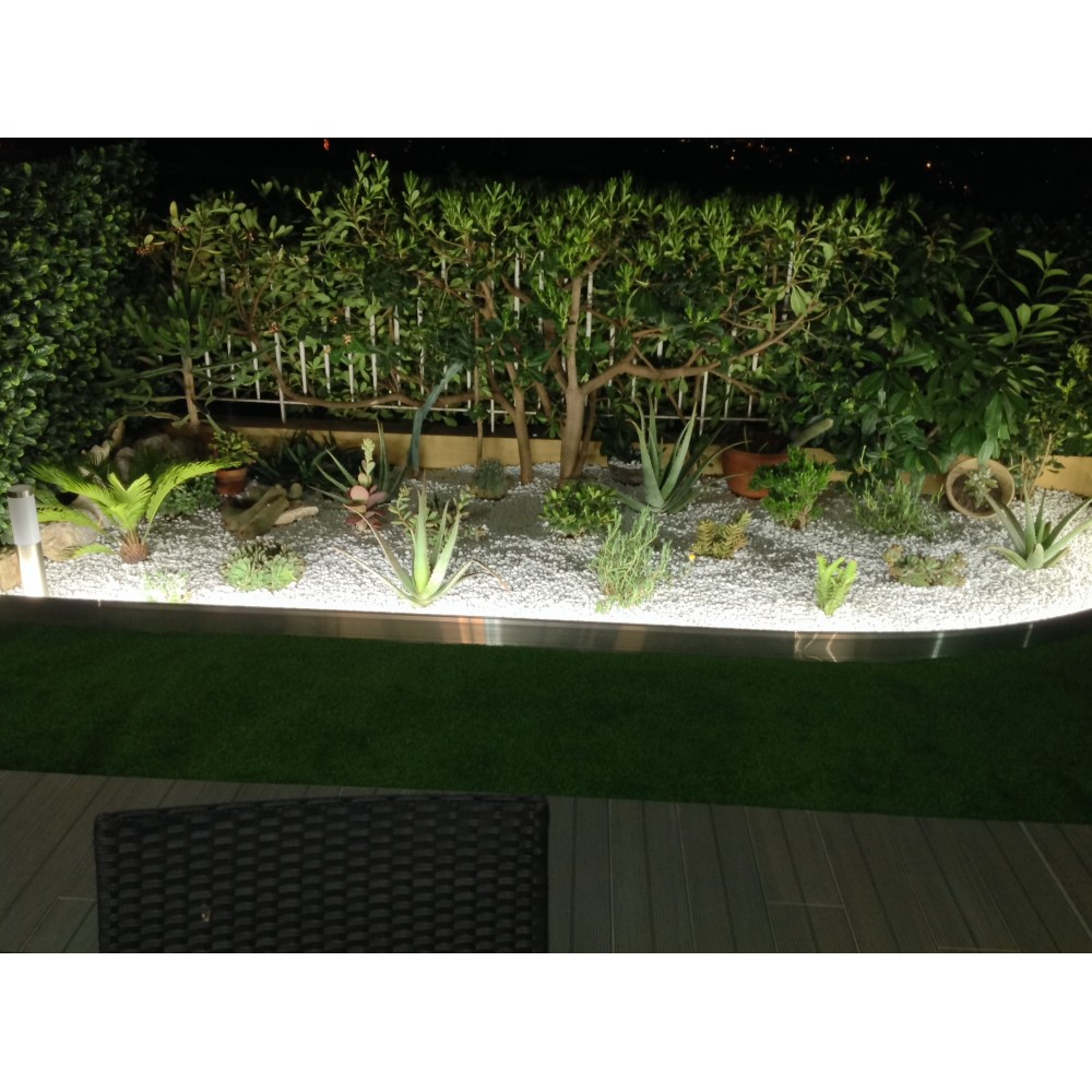 Kit clairage led pour bordures de jardin en aluminium for Eclairage de jardin led